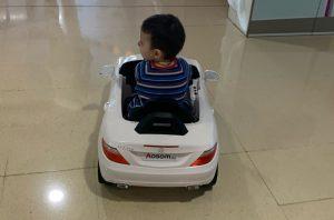 Els nens i nenes ingressats a l'Hospital General es podran desplaçar en cotxes elèctrics